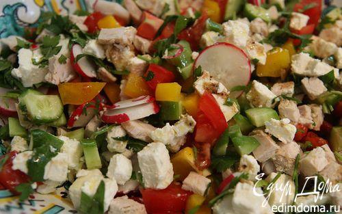 Рецепт Средневосточный салат с фетой, курицей и помидорами