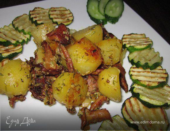 Молодой картофель с лисичками