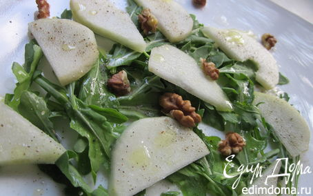 Рецепт Зеленый салат с грушей и руколой