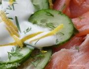 Салат из семги с огурцами