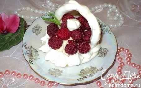 Рецепт Меренги с фруктами и ягодами.
