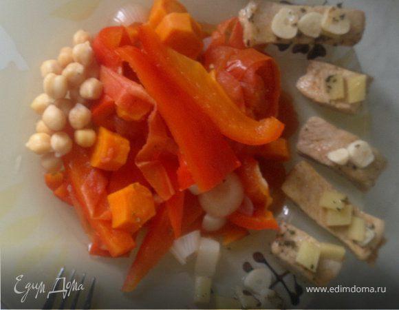 Свиная корейка с нутом и бланшироваными овощами