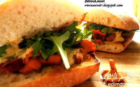 Рецепт Cэндвич с лисичками, краковской колбасой и розмарином