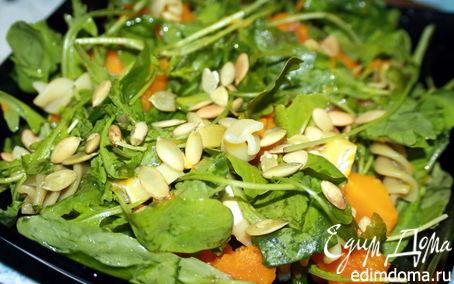 Рецепт Тёплый салат с тыквой, руколой и сыром бри.