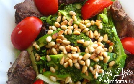 Рецепт Теплый салат с печенью, авокадо и черносливом