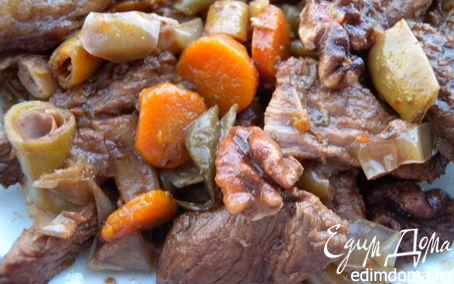 Рецепт Говядина, тушенная со сладким перцем, фасолью и орехами