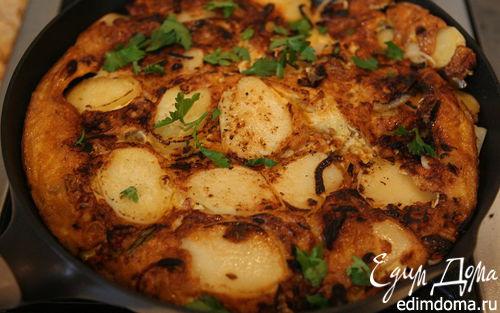 Рецепт Тортилья с купатами, луком и картошкой