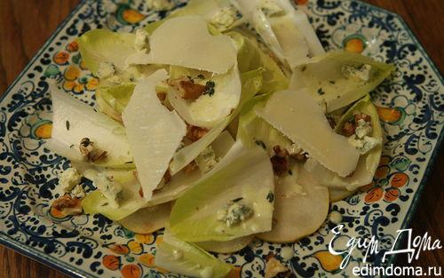 Рецепт Салат из груши и цикория с заправкой из голубого сыра