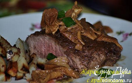 Рецепт Жареный стейк с грибочками и виным соусом