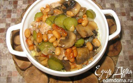 Рецепт Свинина, запечённая с грибами и фасолью в духовке.