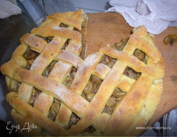 Тарт с виноградом,орешками и яблоками