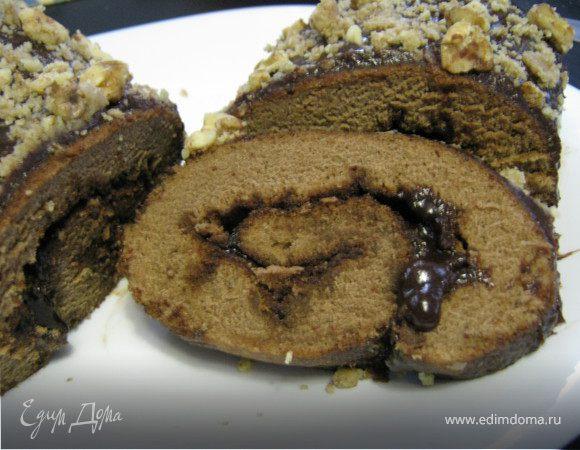 Шоколадно-ореховый рулет.
