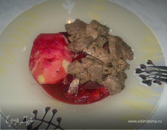 Почти Борщ, но все же рагу ( отварной картофель, чатни из свеклы и лука и тушеная говядина в хмели сунели ).