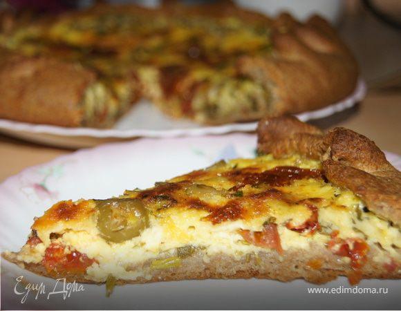 Киш с творогом, сыром и оливками