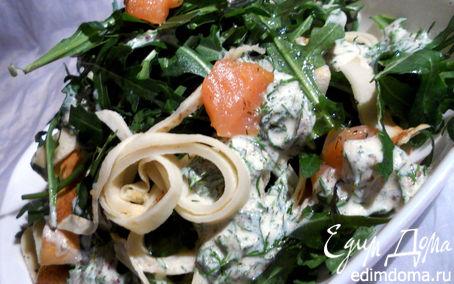 Рецепт Салат с копченой семгой, авокадо и блинчиками