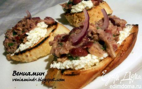 Рецепт Брускетта с тунцом, фасолью и творожным сыром