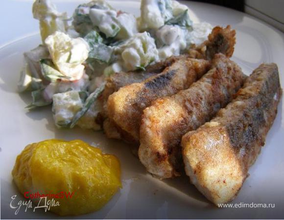"""Сельдь в ржаной панировке с картофельным салатом и соусом """"Равигот"""""""
