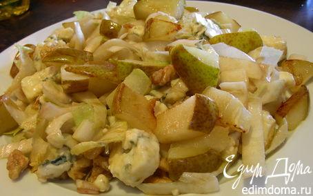 Рецепт Пикантный салат с грушей, рокфором, цикорием и грецкими орехами