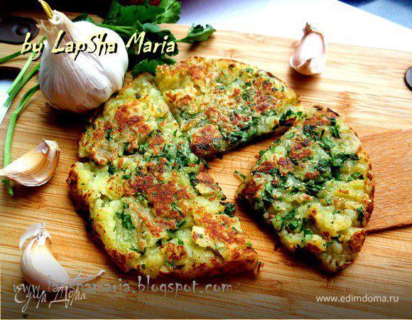 Чесночный картофель с зеленью петрушки