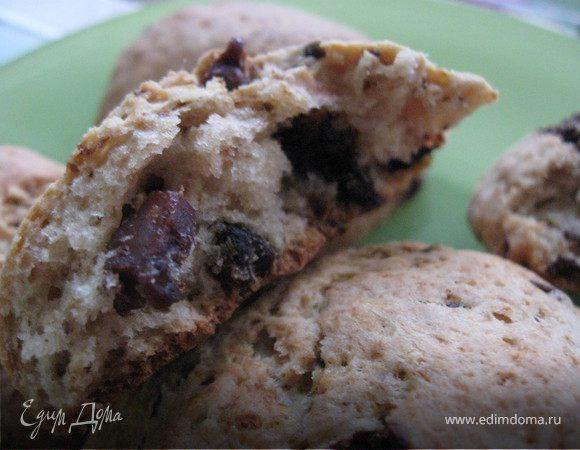 Творожные коржики с черносливом, шоколадом и орехами