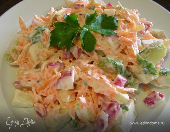 Легкий салат из редиса с морковью и творогом