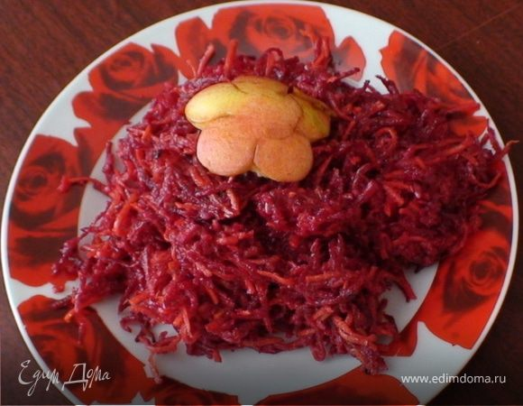 Витаминный салат с яблоком