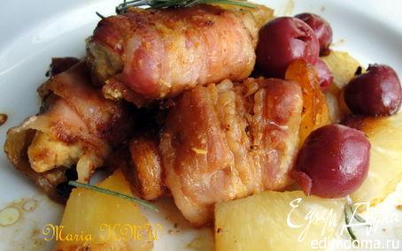 Рецепт Пряная куриная грудка в беконе, с фруктами