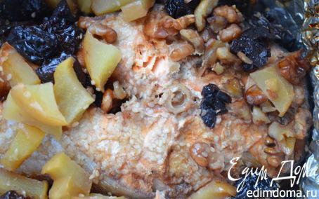 Рецепт Семга, запеченная с яблоками и черносливом