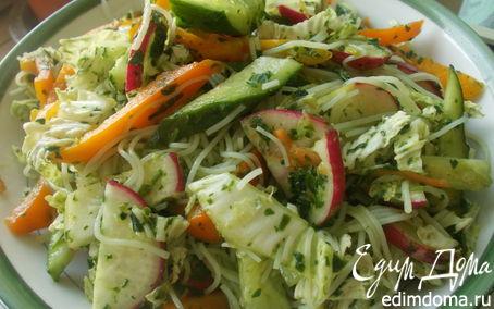 Рецепт Салат с лапшой и шпинатной заправкой