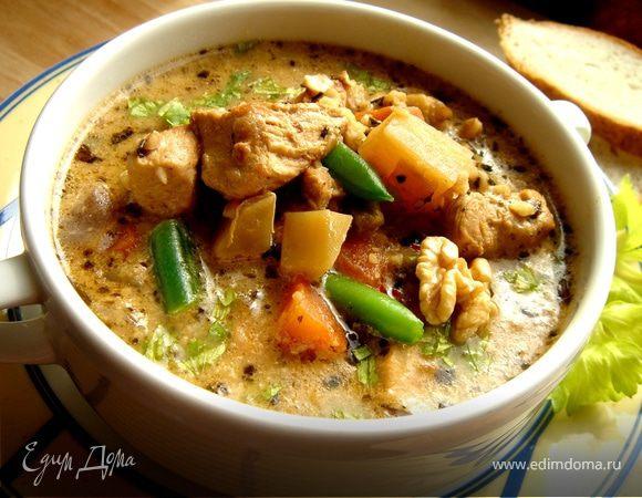 Суп из индейки с фасолью и грецкими орехами