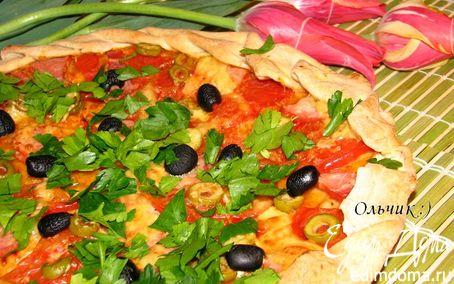 Рецепт Пицца с ветчиной, томатами, сыром и оливками
