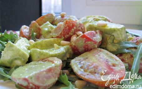 Рецепт Салат с руколой, моцареллой и помидорами в соусе песто