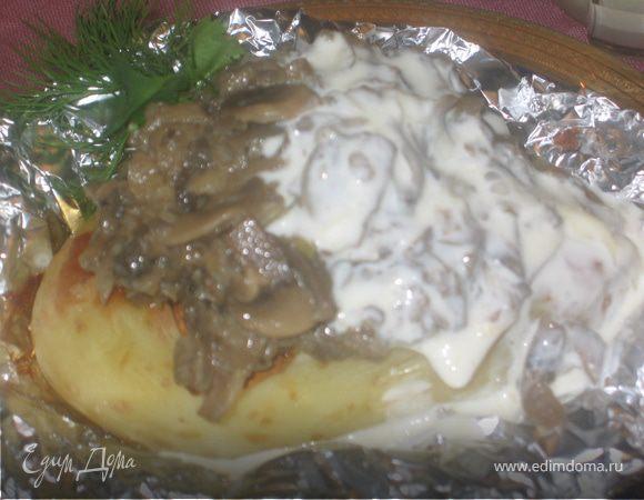 Запеченный картофель с грибами в сырном соусе