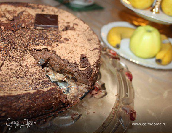 Шоколадный чизкейк с кокосовыми вафлями и черносливом