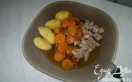 Рецепт Бедро индейки с чабрецом и кориандром, рагу из моркови и опят с чесноком и отварным картофелем