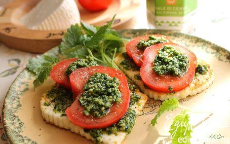 Рецепт Тёплая закуска с адыгейским сыром, помидором и соусом песто