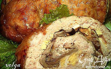Рецепт Куриный рулет, фаршированный яйцами и грибами