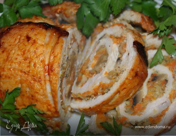 Рулет из свинины с морковью и грибами