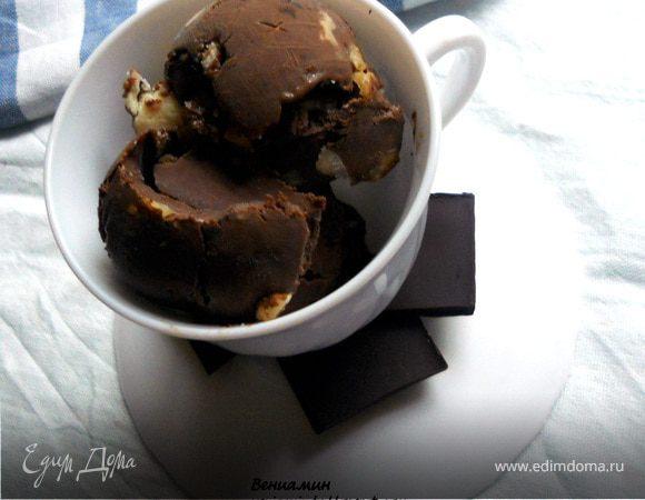 Мятное мороженое с грецкими орехами и белым шоколадом для Марии (Со вкусом ванили)