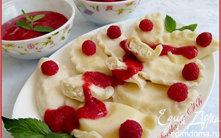 Рецепт Вареники с творогом и мятно-малиновым соусом