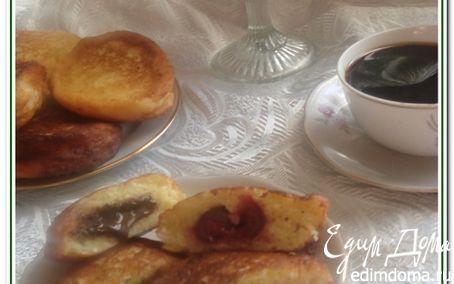Рецепт Ванильные сырники (творожники) с шоколадом и вишней