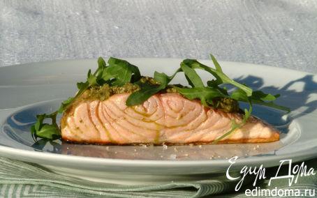 Рецепт Жареное филе лосося под соусом песто с руколой