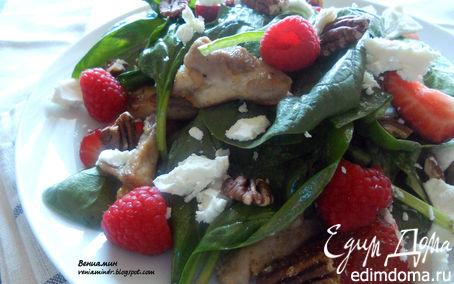 Рецепт Салат с курицей, ягодами, пеканом и козьим сыром