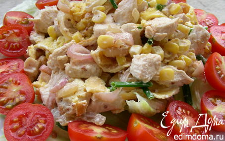 Рецепт Салат с курицей, омлетными блинчиками и кукурузой