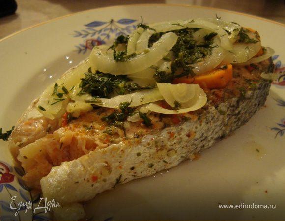 Стейк лосося, запеченного в фольге «HomeQueen» с овощами