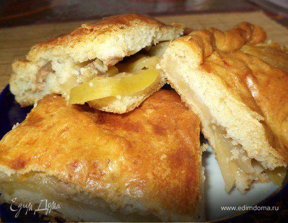 Пирог с бананами и яблоками из необычного дрожжевого теста