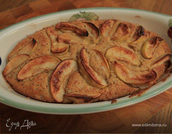 Утренний пирог с яблоками и корицей