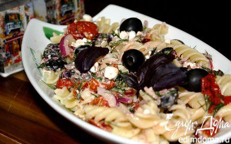 Рецепт Салат из пасты, вяленых томатов и творога