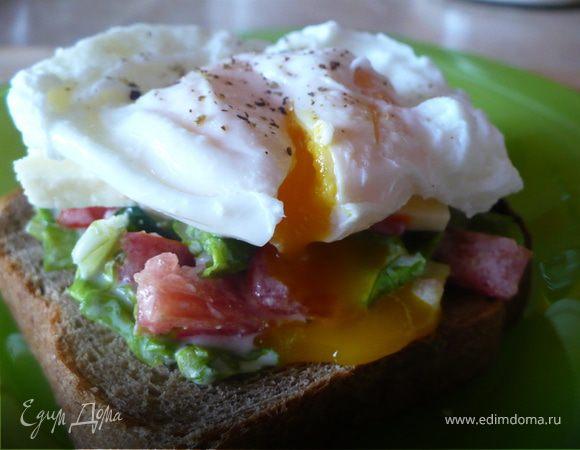 Бутерброд с яйцом пашот и овощами