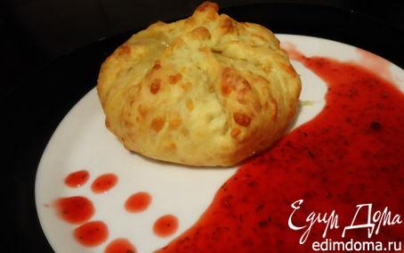 Рецепт Камамбер, запеченный в сырном мешочке с малиново-розмариновым соусом